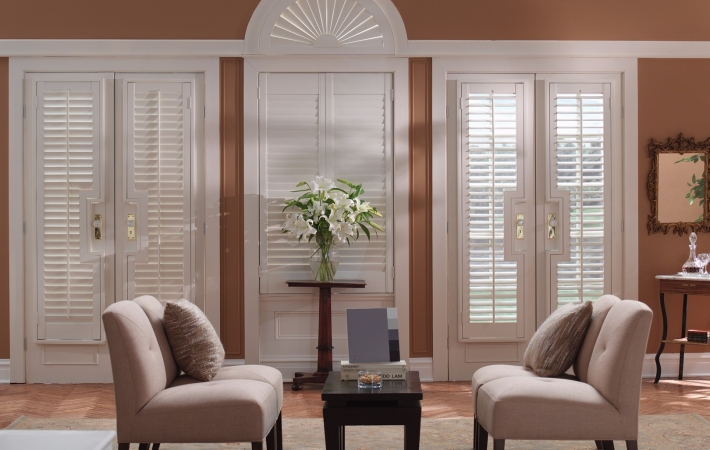Ts Shutters Bay Window One Heritance Fronttiltbar Diningroom 1 Plantation From Graber Treatments Id Gws0900 Rn032707cb